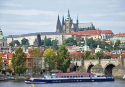 Cruise on the Vltava river with lunch or dinner and music