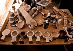 Workshop in making souvenirs from leather and horns