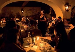 Night Tour with Fado Show and Dinner