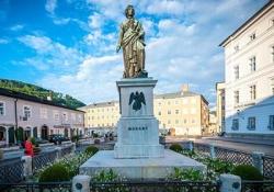 Escorted Coach Tour Budapest - Vienna - Melk - Salzburg - Munich - Nuremberg - Prague