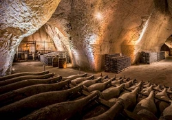 Auvers-sur-Oise - Reims - Champagne cellar